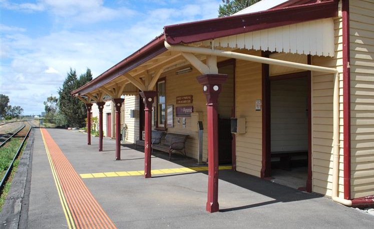 Pyramid Station-on the V/line twice daily intercity service to Swan Hill. A great assett to the town.